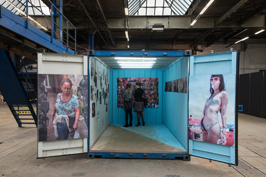 Das Fotobuch im Container des PBM. Foto: Daniel Zakharov