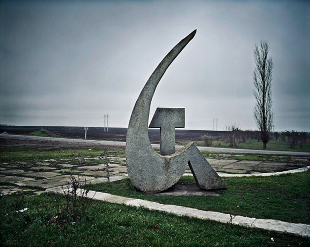 "Rafal Milach, aus der Serie ""Black sea of concrete."""