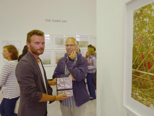 Krzystof Candrowicz (Kurator der Triennale) und Henrik Spohler bei der Eröffnung in der Barlach Halle K