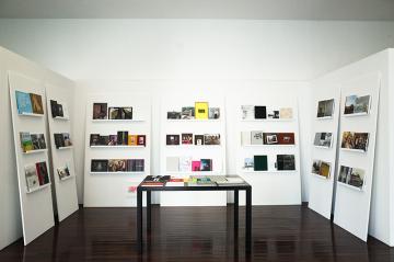 Blick in die Ausstellung im Kölner Forum für Fotografie