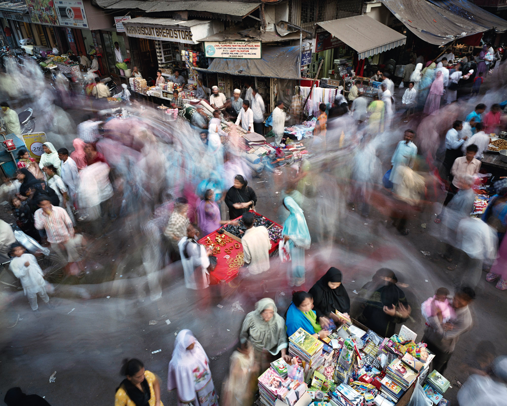Martin Roemers, Saifee Jubilee Street, Kumbharwada, Mumbai, India, 2007
