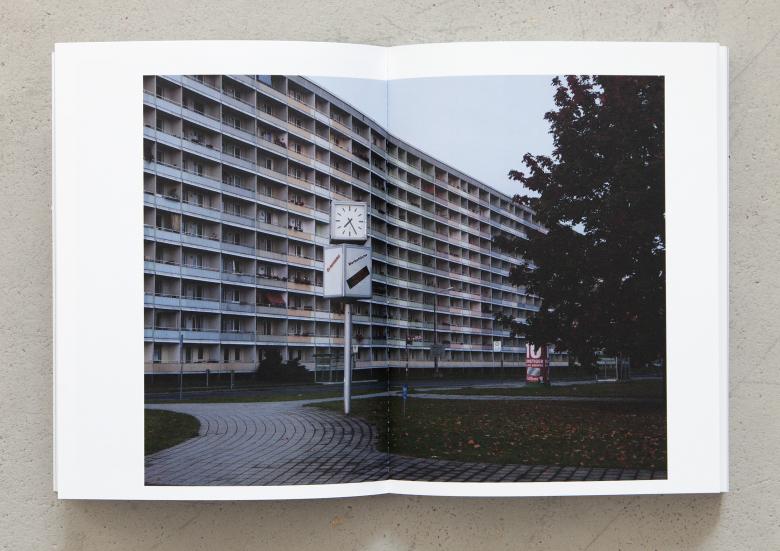 Anne Morgenstern. Land ohne Mitte. Fountain Verlag. Berlin, 2015. (Doppelseite)