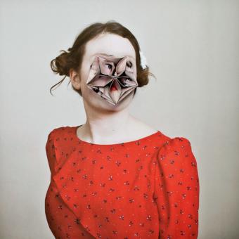"Alma Haser, 'Alexandra', aus der Serie ""Cosmic Surgery"", 2012-2016. Courtesy The Photographer's Gallery, London (aus dem Bericht über UNSEEN, Amsterdam)"