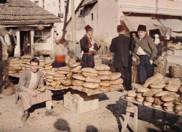 Bosnien-Herzegowina, Sarajevo, Brothändler auf dem Markt, 15.10.1912 © Musée Albert-Kahn