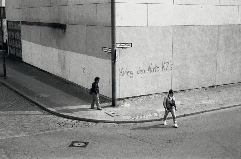 Seiichi Furuya, Berlin-West 1985 (Lewis Baltz und Michael Schmidt) © Seiichi Furuya, Courtesy Galerie Thomas Fischer, Berlin, Ausstellung Sprengel Museum