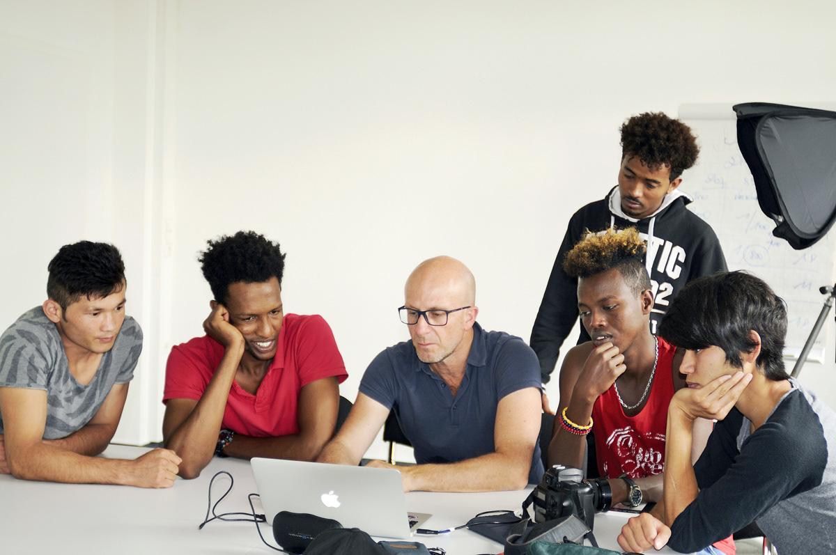 Workshop von Eric Vazoller mit Flüchtlingen in Offenburg.