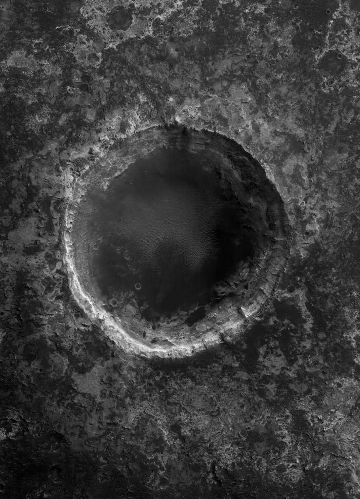 Einschlagskrater in den Schichten der Hochebene von Mawrth Vallis